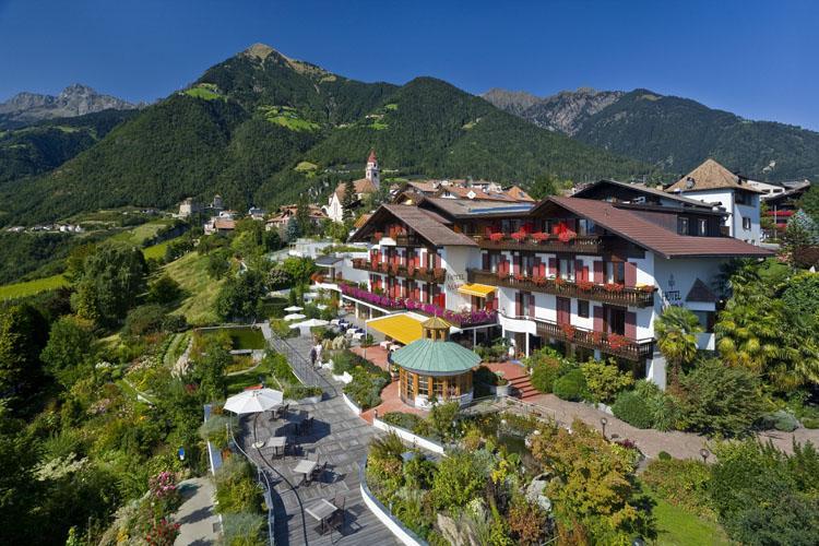 Hotelaufnahmen aus der vogelperspektive luftaufnahmen for Design hotel dorf tirol